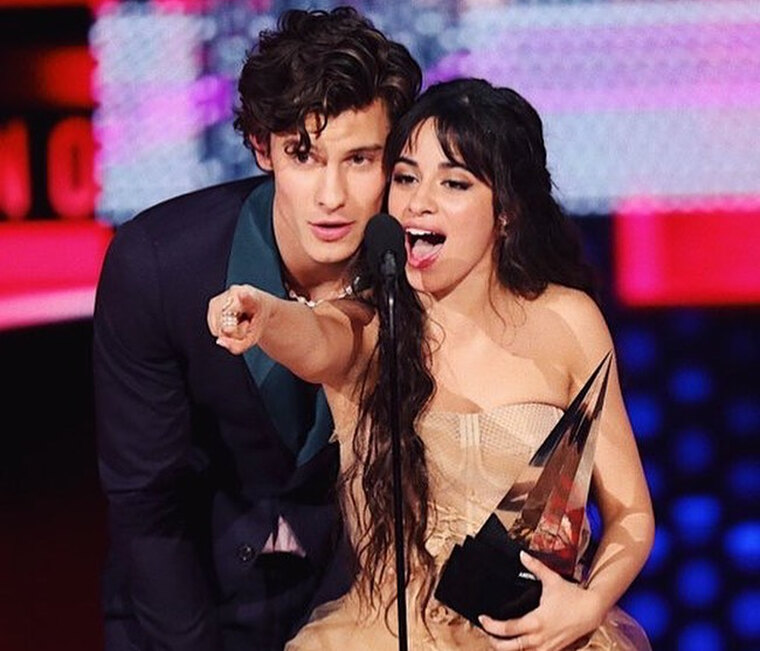 Shawn Mendes- Camila Cabello: To νέο καυτό φιλί τους στο Instagram (photo)